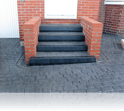 Tiered Boot Kerb Steps in Country Cobble